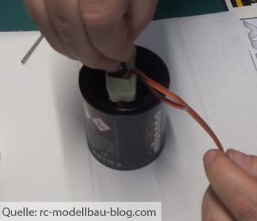 Batterie in Flüssiggummi dippen